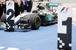 İkinci Nico Rosberg, Mercedes AMG F1 arrives kapalı parkta