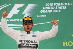 Podium : Le vainqueur et Champion du Monde Lewis Hamilton, Mercedes AMG F1 fête la victoire