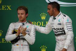 Podium : Le deuxième Nico Rosberg, Mercedes AMG F1 W06 et le vainqueur et Champion du Monde Lewis Hamilton, Mercedes AMG F1