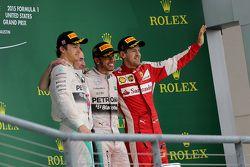 Podium : Le deuxième Nico Rosberg, Mercedes AMG F1 Team, le troisième Sebastian Vettel, Scuderia Ferrari et le vainqueur et Champion du Monde Lewis Hamilton, Mercedes AMG F1 Team