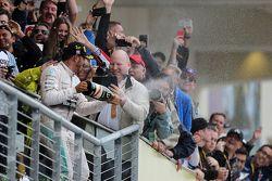 Podium : Le vainqueur et Champion du Monde Lewis Hamilton, Mercedes AMG F1 Team