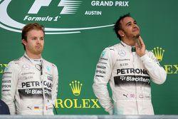 Podium : Le vainqueur et Champion du Monde Lewis Hamilton, Mercedes AMG F1 Team, et le troisième Sebastian Vettel, Ferrari