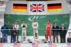 冠军获得者刘易斯•汉密尔顿(梅赛德斯),第二名尼科•罗斯伯格(梅赛德斯)第三名塞巴斯蒂安•维特尔(法拉利)