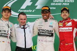 Podio: Ganador de la carrera y campeón del mundo Lewis Hamilton, Mercedes AMG F1, con el segundo lug