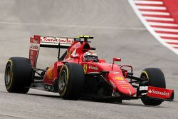 Kimi Raikkonen, Ferrari SF15-T avec un aileron avant cassé