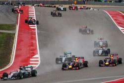 Льюїс Хемілтон, Mercedes AMG F1 W06 лідирує  на початку гонки