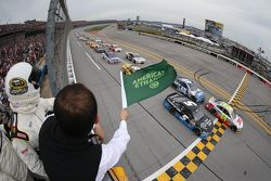 Start: Jeff Gordon, dan Kasey Kahne, Hendrick Motorsports Chevrolets memimpin