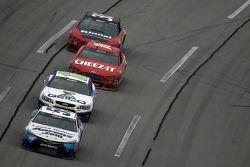 David Ragan, Michael Waltrip Racing Toyota ve Casey Mears, Germain Racing Chevrolet ve Greg Biffle,