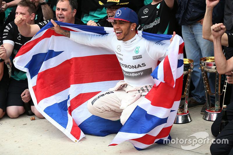 Le vainqueur et Champion du Monde Lewis Hamilton, Mercedes AMG F1 W06