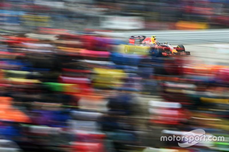 2015 год. За рулем болида Red Bull RB11 в гонке