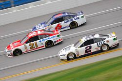 Brad Keselowski, Team Penske Ford y Ryan Blaney, Wood Brothers Racing Ford y Ricky Stenhouse Jr., Ro
