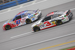 Austin Dillon, Richard Childress Racing Chevrolet y A.J. Allmendinger, JTG Daugherty Racing Chevrole