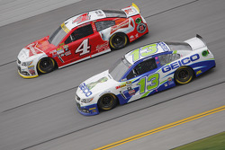 Casey Mears, Germain Racing Chevrolet and Kevin Harvick, Stewart-Haas Racing Chevrolet