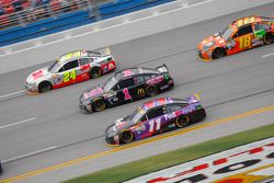 Denny Hamlin, Joe Gibbs Racing Toyota and Jamie McMurray, Chip Ganassi Racing Chevrolet and Jeff Gor