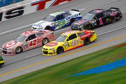 Landon Cassill, Hillman Circle Sport LLC Chevrolet, Kyle Larson, Chip Ganassi Racing Chevrolet, Case