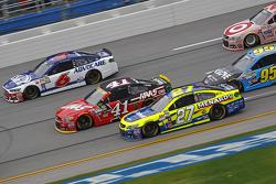 Matt Kenseth, Joe Gibbs Racing Toyota y Tony Stewart, Stewart-Haas Racing Chevrolet con Ricky Stenho