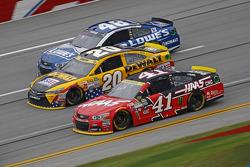 Kurt Busch, Stewart-Haas Racing Chevrolet; Matt Kenseth, Joe Gibbs Racing Toyota; Jimmie Johnson, He