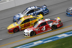 Kevin Harvick, Stewart-Haas Racing Chevrolet and Joey Logano, Team Penske Ford and Jimmie Johnson, H