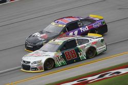 Dale Earnhardt Jr., Hendrick Motorsports Chevrolet y Denny Hamlin, Joe Gibbs Racing Toyota
