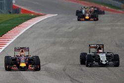 Daniel Ricciardo, Red Bull Racing RB11 and Nico Hulkenberg, Sahara Force India F1 VJM08 battle for position