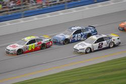Jeff Gordon, Hendrick Motorsports Chevrolet y Jimmie Johnson, Hendrick Motorsports Chevrolet con Bra