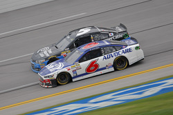 Ricky Stenhouse Jr., Roush Fenway Racing Ford; Kasey Kahne, Hendrick Motorsports Chevrolet
