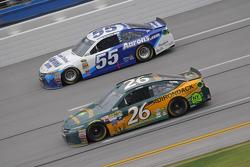 J.J. Yeley, BK Racing Toyota y David Ragan, Michael Waltrip Racing Toyota