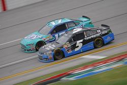 Kasey Kahne, Hendrick Motorsports Chevrolet y Ricky Stenhouse Jr., Roush Fenway Racing Ford