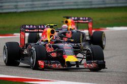 Daniil Kvyat, Red Bull Racing RB11 voor ploegmaat Daniel Ricciardo, Red Bull Racing RB11