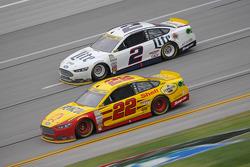 Joey Logano, Team Penske Ford y Jeff Gordon, Hendrick Motorsports Chevrolet y Brad Keselowski, Team