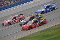 Kurt Busch, Stewart-Haas Racing Chevrolet y Martin Truex Jr., Furniture Row Racing Chevrolet and Kyl