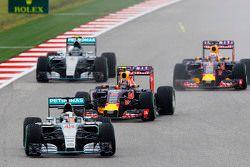 Lewis Hamilton, Mercedes AMG F1 W06, in Führung