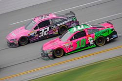 Danica Patrick, Stewart-Haas Racing Chevrolet and Bobby Labonte, GoFAS Racing Ford