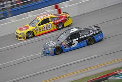 Kasey Kahne, Hendrick Motorsports Chevrolet and Landon Cassill, Hillman Circle Sport LLC Chevrolet