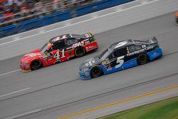 Kasey Kahne, Hendrick Motorsports Chevrolet and Kurt Busch, Stewart-Haas Racing Chevrolet