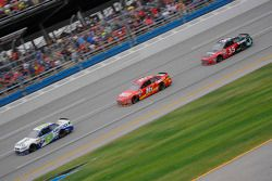 Casey Mears, Germain Racing Chevrolet, Greg Biffle, Roush Fenway Racing Ford en Kurt Busch, Stewart-