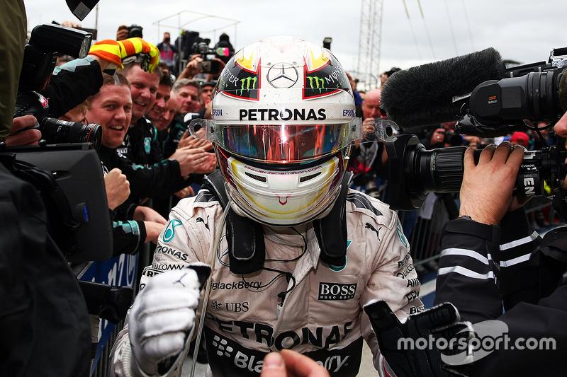 Nos Estados Unidos, Hamilton comemorou o tricampeonato da F1