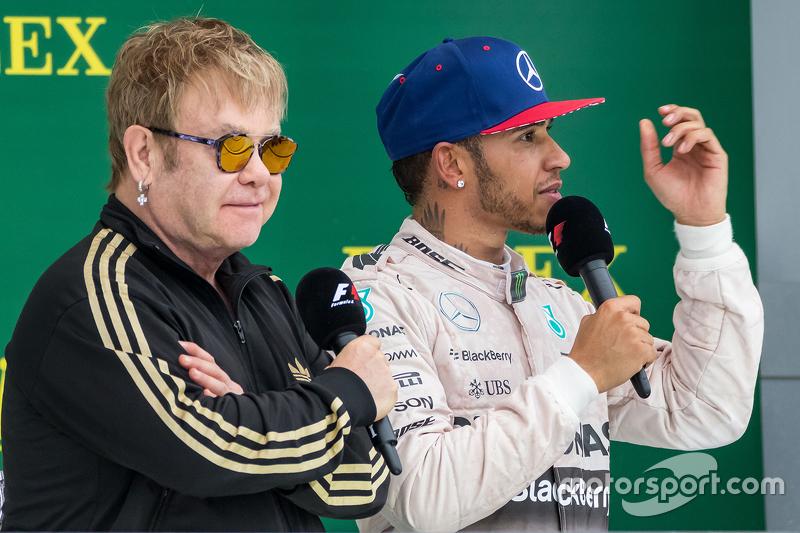 Podium : Sir Elton John, sur le podium avec le vainqueur et Champion du Monde Lewis Hamilton, Mercedes AMG F1