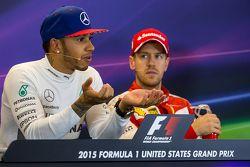 Yarış galibi ve Dünya Şampiyonu Lewis Hamilton, Mercedes AMG F1 ile üçüncü Sebastian Vettel, Ferrari