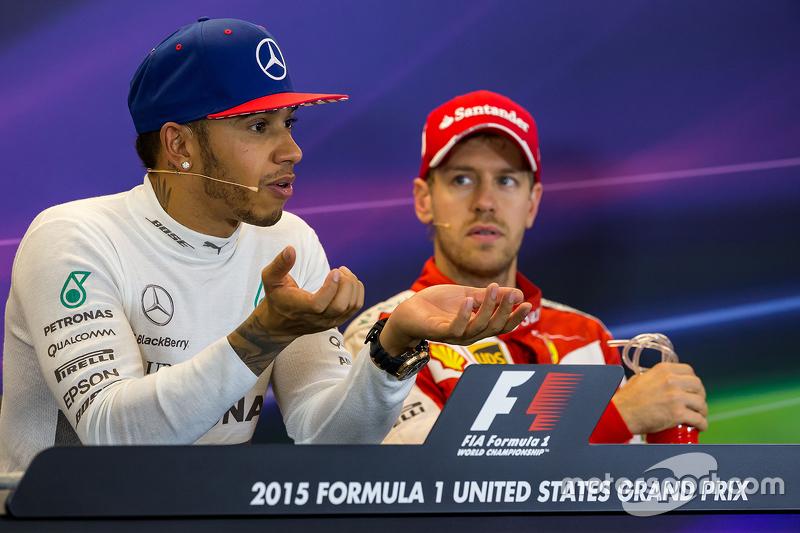 Le vainqueur et Champion du Monde Lewis Hamilton, Mercedes AMG F1 avec le troisième, Sebastian Vettel, Ferrari lors de la conférence de presse de la FIA