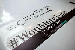 Mercedes AMG F1 feiert den Titelgewinn in der Boxengasse