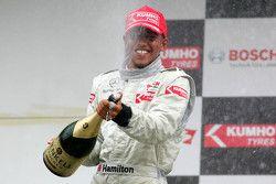 Podium: derde Lewis Hamilton