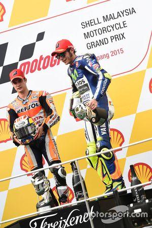 Подиум: победитель гонки - Дани Педроса, Repsol Honda Team и третье место - Валентино Росси, Yamaha