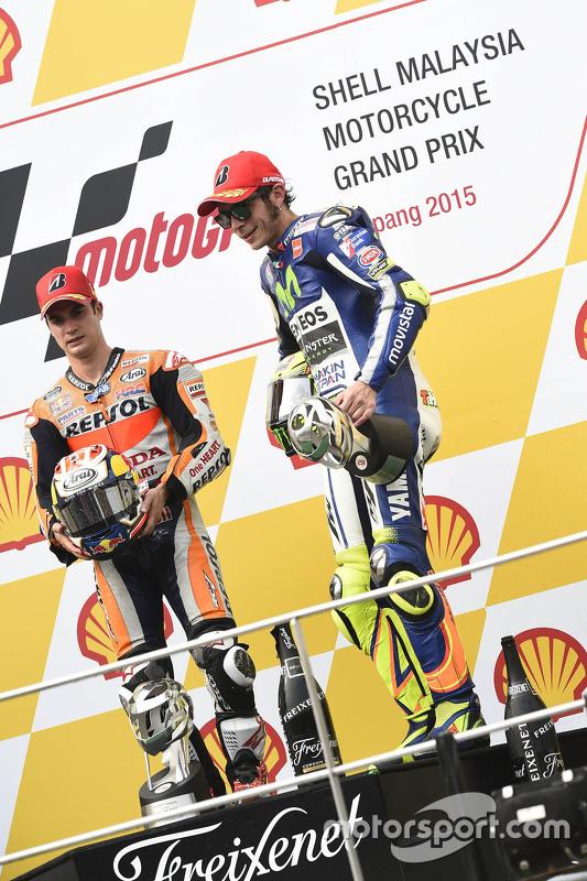 Podium: el ganador, Dani Pedrosa, Repsol Honda Team y el tercer lugar, Valentino Rossi, Yamaha Facto