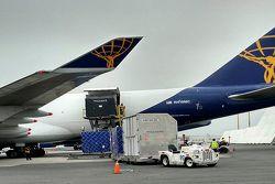 Llegada de equipo de las Escuderías al aeropuerto de la Ciudad de México
