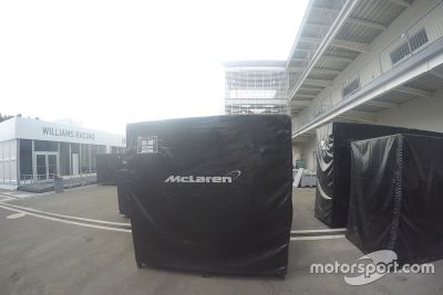 Llegada de equipo de F1 al Autódromo Hermanos Rodríguez