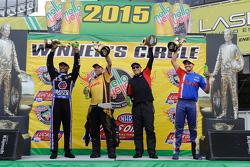 Los ganadores Antron Brown, Del Worsham, Drew Skillman y Hector Arana Jr.