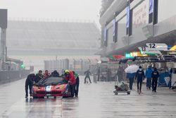 AF Corse mechanics push a Ferrari on pitlane