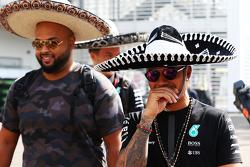 刘易斯•汉密尔顿(梅赛德斯)头戴墨西哥草帽