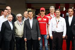 Jean Todt, Presidente FIA; Bernie Ecclestone; Enrique Pena Nieto, Presidente Messicano; Esteban Gutierrez, Tester e pilota di riserva Ferrari; Maurizio Arrivabene,Team Principal Ferrari ; Carlos Slim Domit, Amministratore dell'America Movil